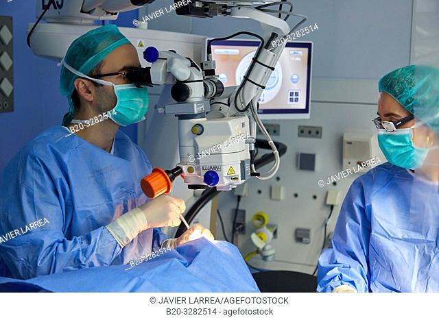 Surgeons, Surgical intervention of eyes, Cataracts, Operating theater of ophthalmology, Hospital Donostia, San Sebastian, Gipuzkoa, Basque Country, Spain