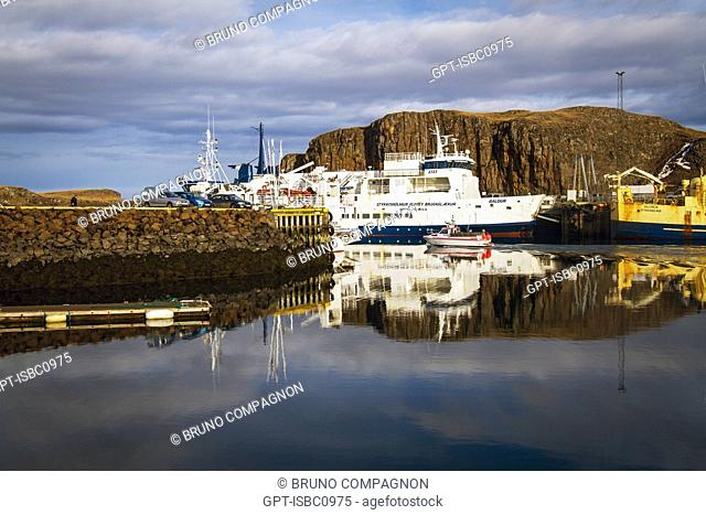 PORT OF STYKKISHOLMUR ON BREIDAFJORDUR FJORD, DEPARTURE POINT FOR THE FERRY FOR THE FJORDS IN THE WEST, SNAEFELLSNES PENINSULA, WESTERN ICELAND, EUROPE