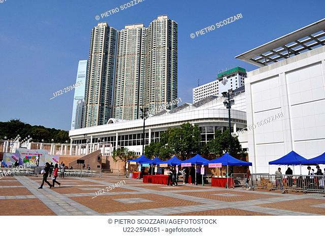 Hong Kong: huge condos by Nathan Road, Tsim Sha Tsui...