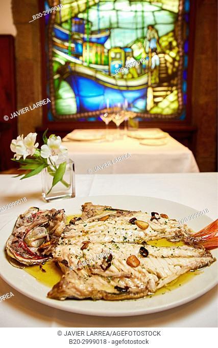 Grilled bream, Restaurante Juanito Kojua, Parte Vieja, Old Town, Donostia, San Sebastian, Gipuzkoa, Basque Country, Spain
