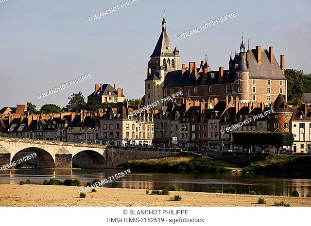 France, Loiret, Gien, overview from the Loire