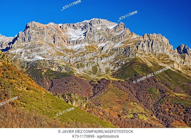 Torre Bermeja. Western Massif. Picos de Europa National Park. Leon province. Castilla y Leon. Spain