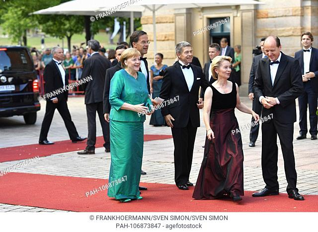 Federal Chancellor Angela MERKEL CDU) on arrival with husband Joachim SAUER,, Mark Rutte (Prime Minister of the Netherlands)