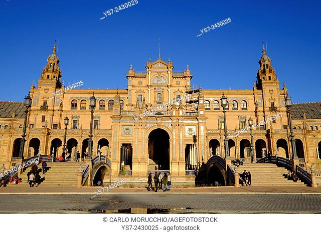 Plaza de Espana, built for the Ibero-American Exposition of 1929, Sevilla, Andalusia, Spain