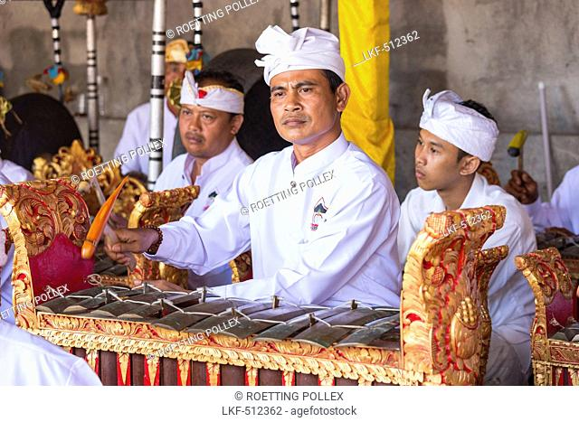 Gamelan ensemble gong, Odalan temple festival, Sidemen, Bali, Indonesia