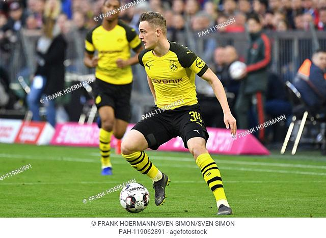Jacob Bruun Larsen (Borussia Dortmund), Action, Single Action, Frame, Cut Out, Full Body, Whole Figure. Soccer 1. Bundesliga, 28