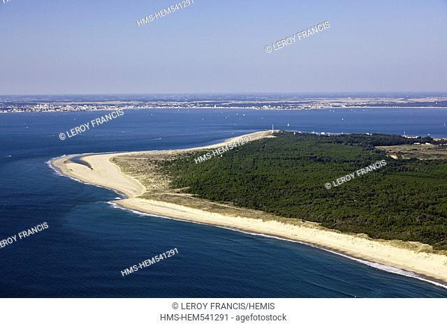 France, Gironde, Le Verdon sur Mer, La Pointe de Grave overlooks the mouth of the Gironde aerial view