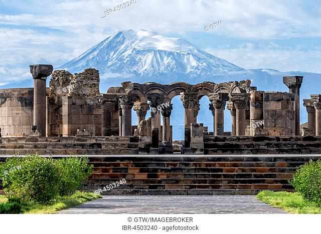 Zvarnots ruins, Zwartnots temple or St Gregory Cathedral, Mount Ararat in Turkey behind, Yerevan, Armavir Province, Armenia