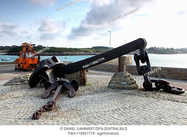 View of the anchor in the harbor of the sunken oil tanker Amocco Cadiz in Portsall, near Ploudalmézeau | usage worldwide