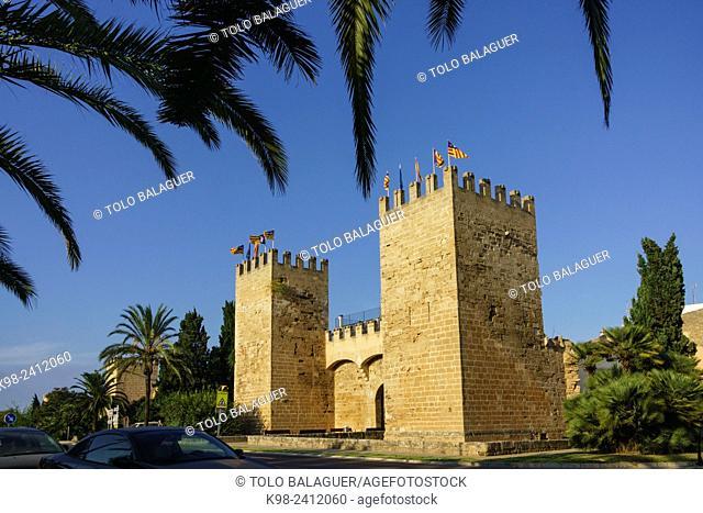 puerta de Mallorca - puerta de Sant Sebastia-, muralla medieval, siglo XIV, Alcudia, Majorca, Balearic Islands, Spain