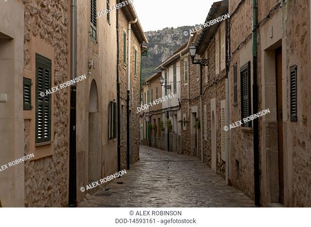 Spain, Mallorca, Esporles, Narrow street in town