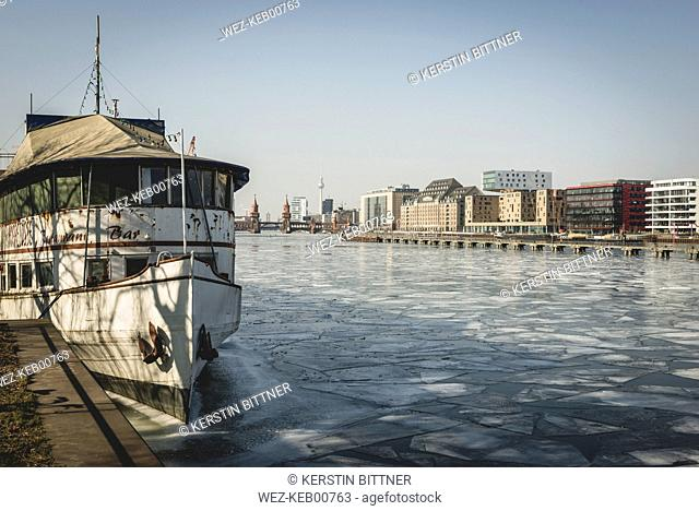 Germany, Berlin, view to Osthafen with River Spree in the foreground