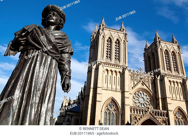 Statue of Raja Ram Mohan Roy in front of the Cathedral