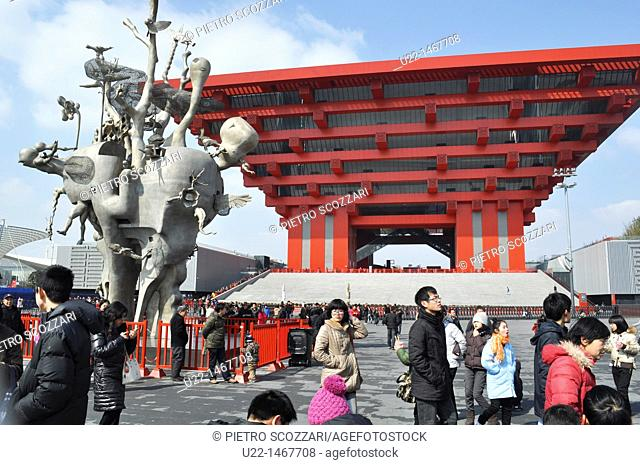 Shanghai (China): the China Pavilion and a modern statue at the World EXPO Site