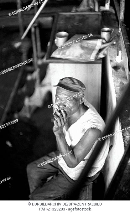 """Worker at a sugar factory in Cienfuegos on the 22nd of November in 1972. With the help of socialist """"""""brother nations""""""""like the GDR, USS and Czechoslovakia"""