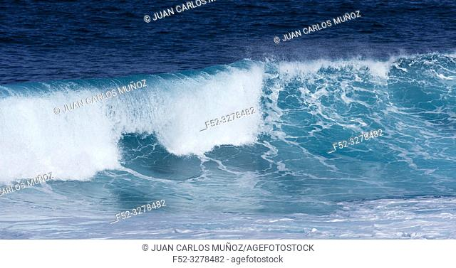 Waves and ocean, La Santa, Lanzarote Island, Unesco Biosphere Reserve, Canary Islands, Spain, Europe