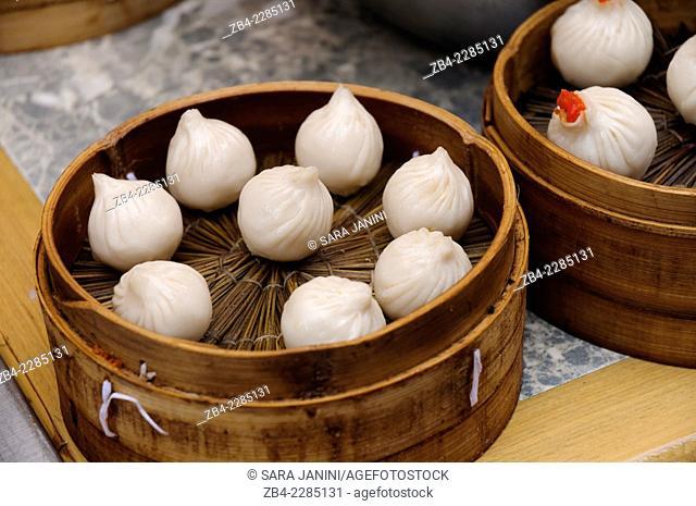 Traditional Dim Sum or 'xiao long bao', Nanxiang Dumplings, Yuyuan Bazaar or Old Town, Hangpu District, Shanghai, China, Asia