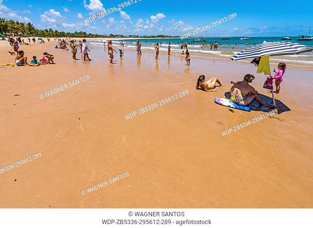 Guarajuba is considered one of the best seaside regions of the Bahia, with one of the best beaches of coconut-trees in Brazil