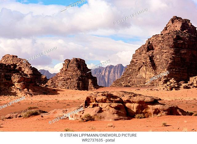 Jordan, Aqaba Gouvernement, Wadi Rum, Wadi Rum is a desert high plateau in South Jordan. It belongs to the UNESCO World Natural Heritage