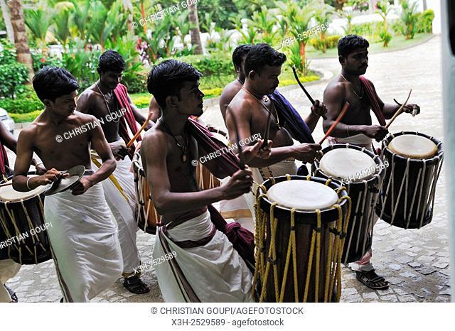 ''chenda'' players beside the entrance of Kumarakom Lake Resort hotel, Kerala state, South India, Asia