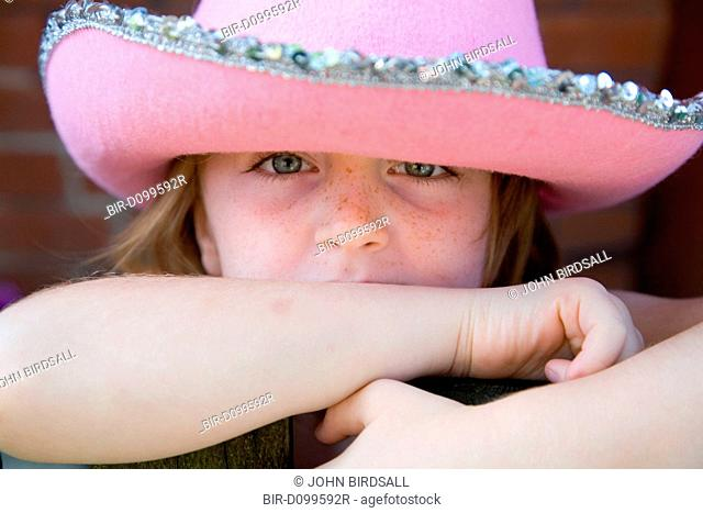 591a04314 Little girl cowgirl Stock Photos and Images   age fotostock