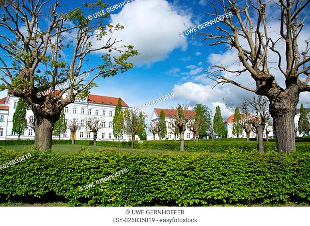 putbus is the youngest town on the island of ruegen and the äaeteste seaside resort on the island