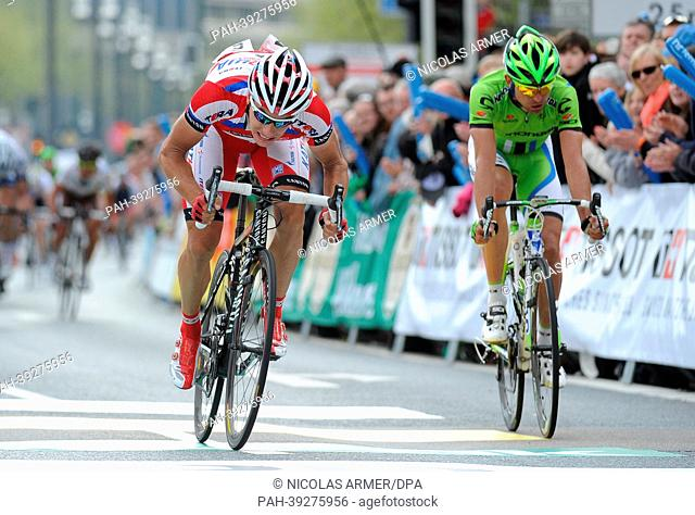 Simon Spilak (L) from Slovenia of Team Katusha crosses the finishing line bvefore last year's winner Moreno Moser from Italy of Team Cannoncale Pro Cycling at...