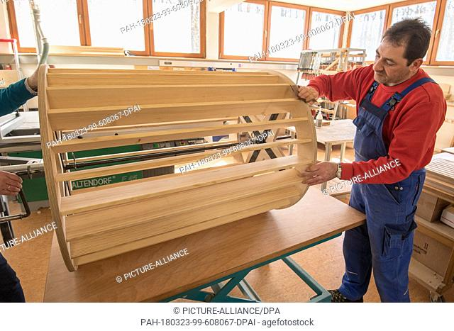 21 March 2018, Germany, Bayreuth: Carpenter Harald Holl working on a wind machine built to baroque-era specifications. Effect machines in the Margravial Opera...