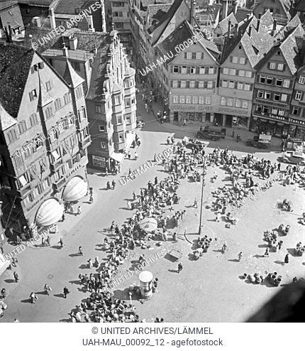 Blick vom Turm aus dem Rathaus auf den Marktplatz in Stuttgart, Deutschland 1930er Jahre. View from belfry of Stuttgart city hall to the main market