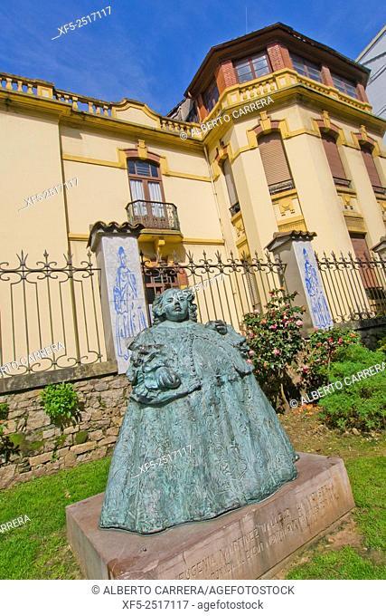 "Eugenia Martínez Vallejo Statue, """"The Monstrua"""", Old Fishermen's Quarter, Avilés, Asturias, Spain, Europe"