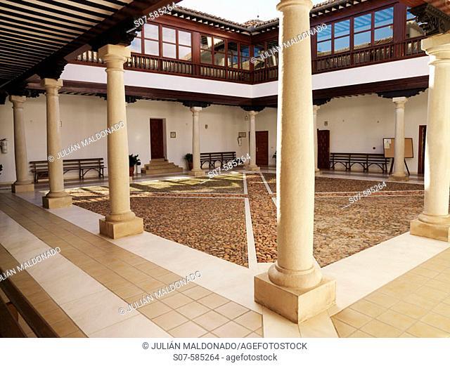 Restored interior courtyard (built in 1699) of the Palacio de los Condes de Valdeparaiso, Almagro. Ciudad Real province, Castilla-La Mancha. Spain