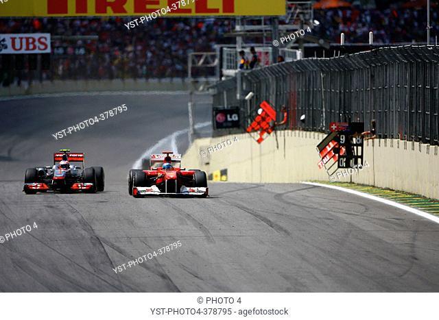 27.11.2011- Race, Jenson Button GBR, McLaren Mercedes, MP4-26 overtakes Fernando Alonso ESP, Scuderia Ferrari, F-150 Italia
