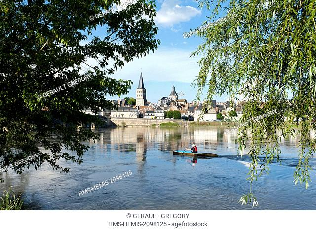 France, Nievre, La Charite sur Loire, kayaker on the Loire river