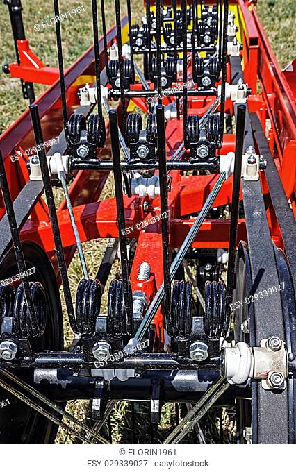 Agricultural machine used to transport harvested plant products