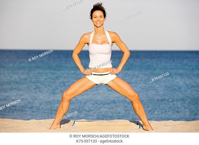 Exercise, caucasian-hispanic, age 30 to 40, on the beach