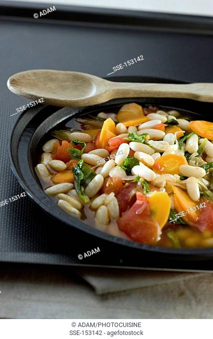 Soissons bean,carrot and tomato stew