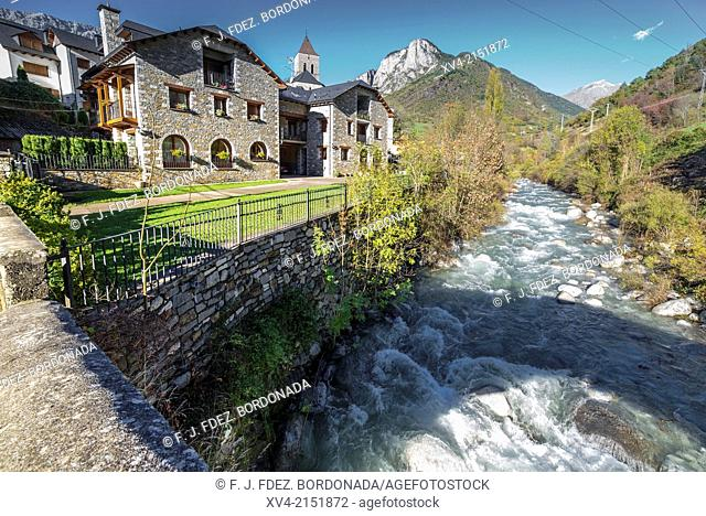 Bielsa village at Pineta Valley, Huesca Pyrenees, Aragón, Spain