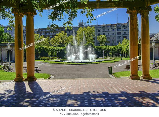 Pergola, parque de Doña Casilda, Bilbao, Biscay, Basque Country, Spain