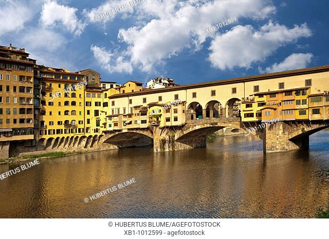 View over the River Arno to the Bridge Ponte Veccchio, Florence, Tuscany, Central Italy, Italy