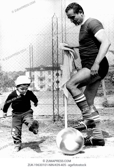 Jan. 1, 1963 - Rome, Italy - Italian actor and director VITTORIO GASSMAN playing ball with his son ALESSANDRO. One of the most popular and versatile stars in...