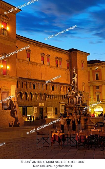 Bologna, Neptune fountain, Fontana dei nettuno, Piazza Maggiore Main Square, Emilia Romagna, Italy