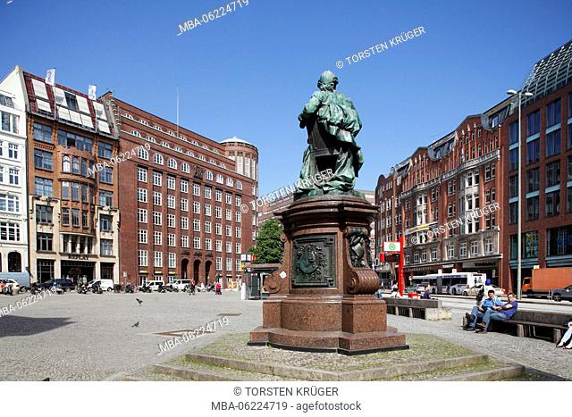 Germany, Hamburg, Gänsemarkt (square) with Lessingdenkmal (monument)