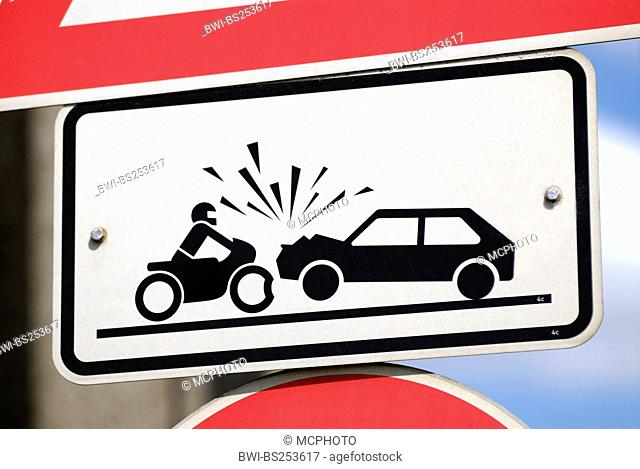 traffic sign warning against risk of accident