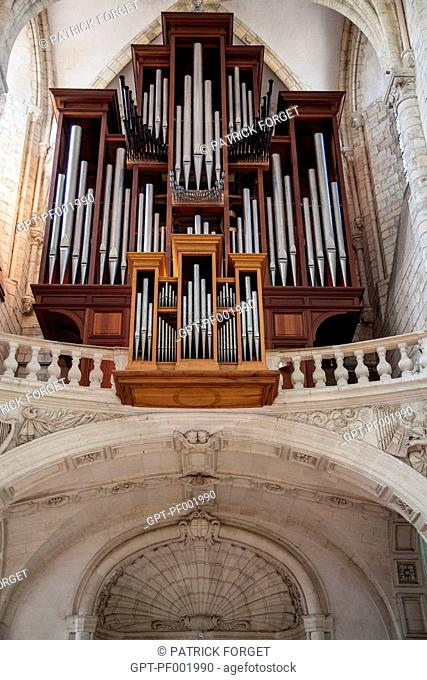 ORGAN WITH SHELL OF SAINT JAMES, SYMBOL OF THE PILGRIMAGE TO COMPOSTELA, IN THE BASILICA OF SAINT-BENoIT-SUR-LOIRE, THE FLEURY ABBEY