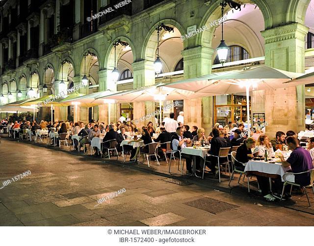 Night shot, night life, Plaça Reial, restaurants, Barcelona, Catalonia, Spain, Europe