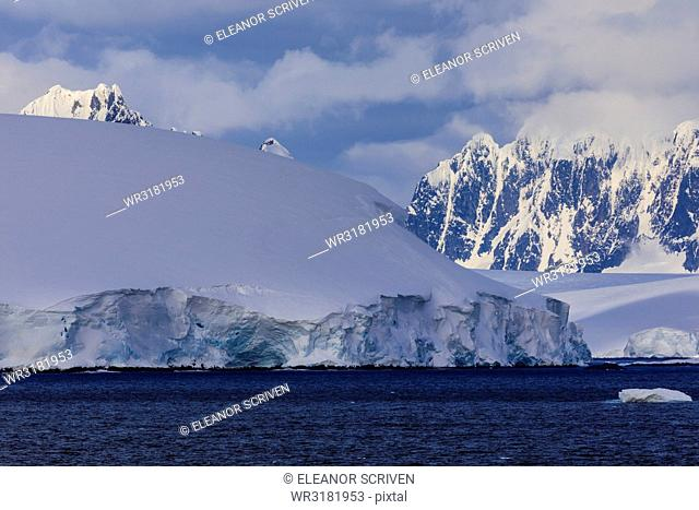 Glaciers, icebergs and misty mountains, Bismarck Strait, off Anvers Island and Wiencke Island, Antarctic Peninsula, Antarctica, Polar Regions
