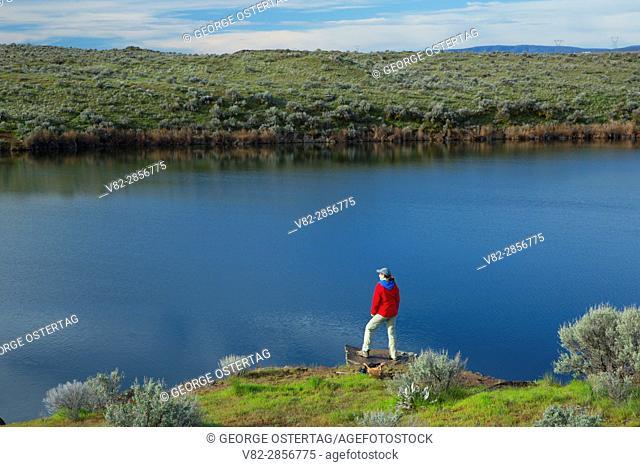 Hiking along Burke Lake, Quincy Lakes Unit - Desert Basin Wildlife Area, Washington