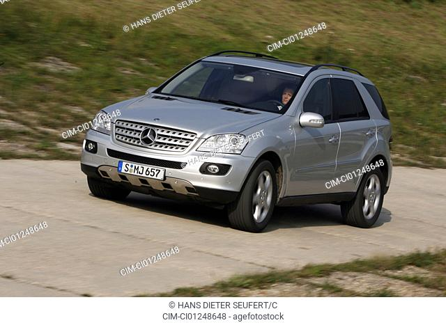 Mercedes ML 500, model year 2005-, silver, driving, diagonal from the front, frontal view, country road