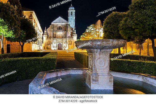 Capilla del Salvador and venetian fountain in plaza Vázquez de Molina. Úbeda. Jaén. Andalusia. Spain