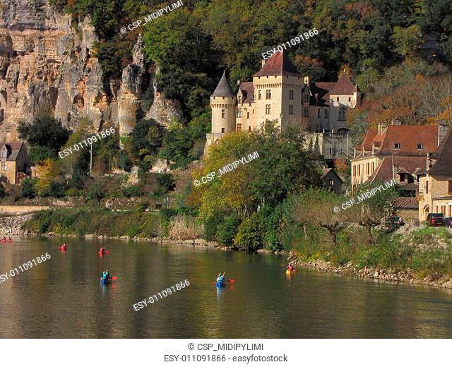 Village, Castle, La-Roque-Gageac, river, reflection; Valley Dordogne